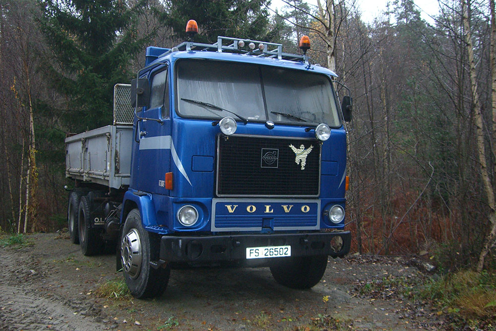 picture of old volvo truck